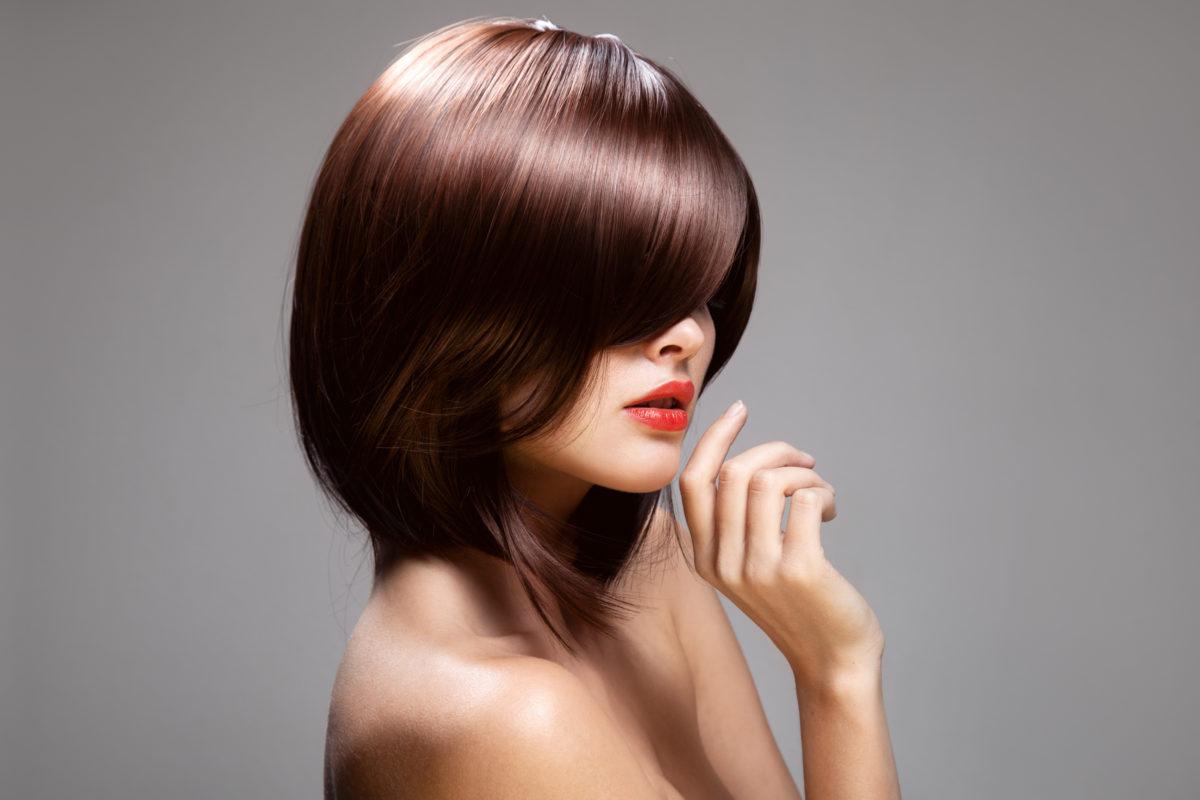 カラーがキレイな女性の画像