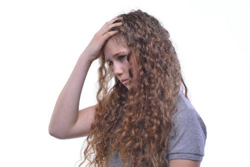 ダメージヘアで頭を悩ます人